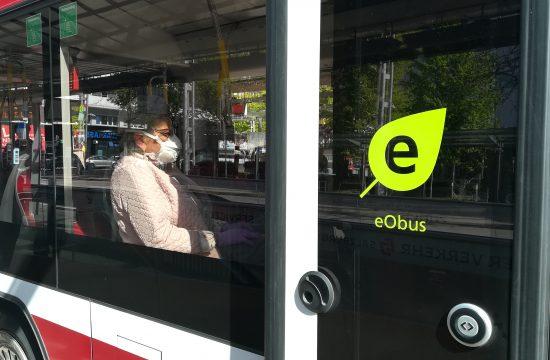 """Fahrgäste kommen dem """"Maskenschutz"""" hier im Obus, daher kein Ticketverkauf in Obussen/Bussen beim den Fahrpersonal. Foto: Erwin Krexhammer"""