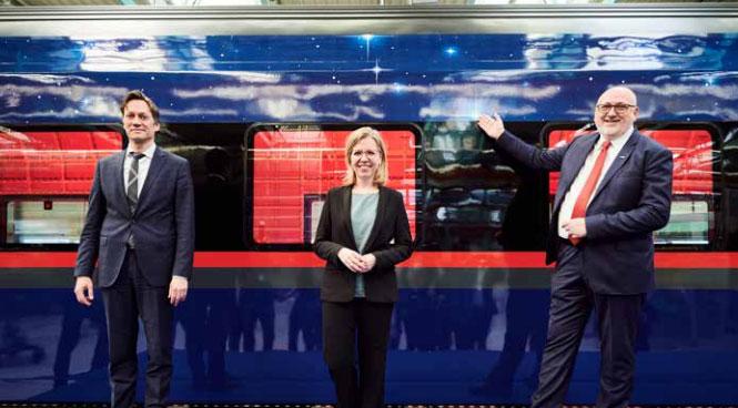 Von li. nach re.: Siemens Mobility-CEO Michael Peter, Umweltministerin Leonore Gewessler, ÖBB-Vorstandsvorsitzender Andreas Matthä. Foto: Marek Knopp/ÖBB